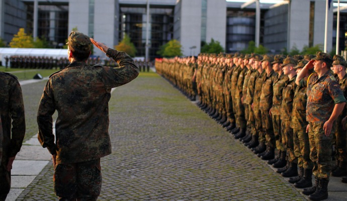 Soldiers salute in Berlin