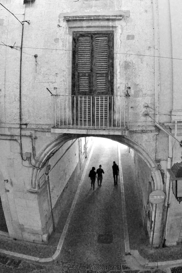 An image of an arch alleyway in Foggia, Italy.